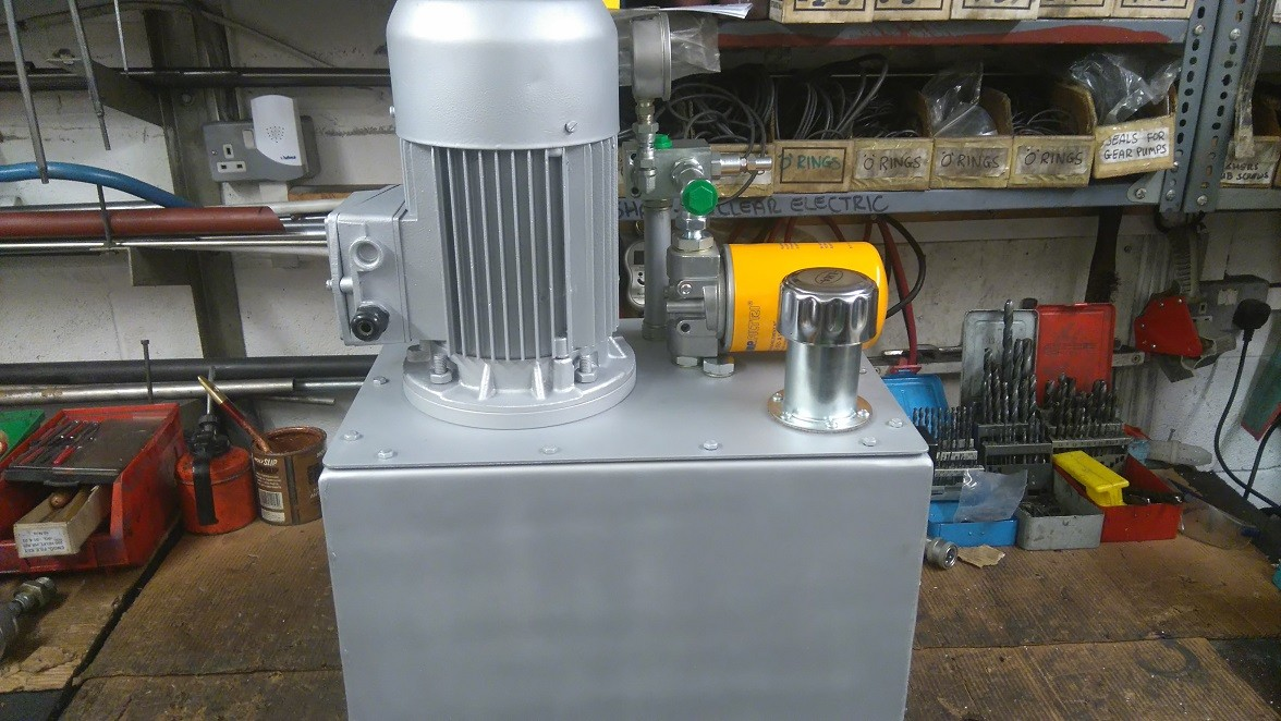 compact 3 phase hydraulic power pack